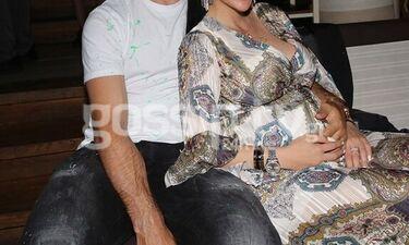 Στα μπουζούκια στον έβδομο μήνα της εγκυμοσύνης της- Full in love με τον σύζυγό της (photos)