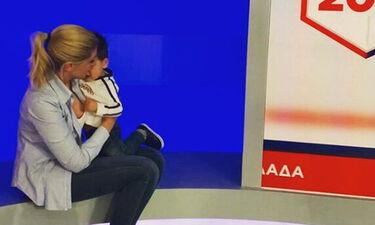 Εκλογές 2019: Σία Κοσιώνη: Η υπέροχη φωτογραφία του γιου της από το εκλογικό κέντρο (Photos)
