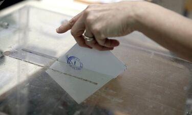 Εκλογές 2019: Ζευγάρι… άφησε τον γάμο και πήγε να ψηφίσει (photo)