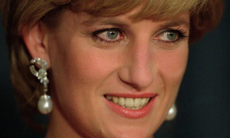 Ο τρόπος θανάτου της πριγκίπισσας Diana έγινε θέμα σε πάρκο αναψυχής και όλοι έχουν εξοργιστεί