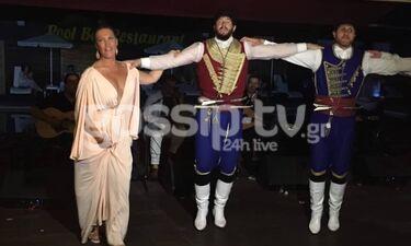 Γάμος Τζώρτζογλου-Μαριόλα: Τρέλανε την Κρήτη η κουμπάρα Βάνα Μπάρμπα χορεύοντας (exclusive pics+vid)