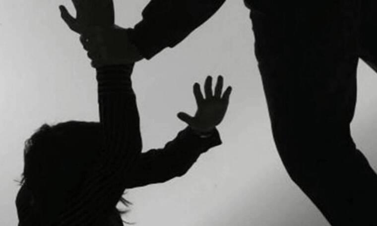 Φωτογραφία-σοκ! Άγριος ξυλοδαρμός γνωστής Ελληνίδας μέσα στο σπίτι της στο Κολωνάκι
