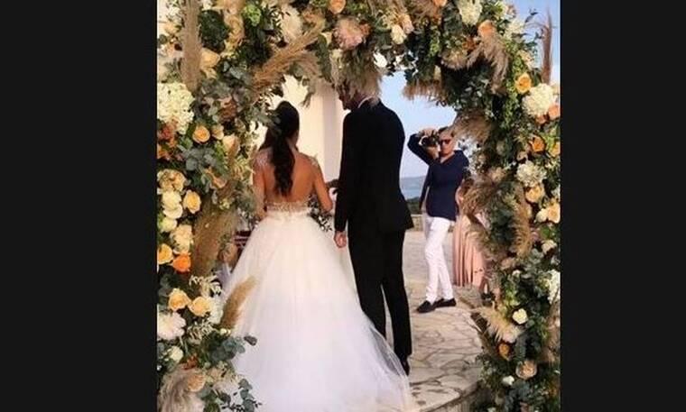 Ζευγάρι της ελληνικής showbiz παντρεύτηκε και αυτές είναι οι πρώτες φωτό από το γάμο τους (photos)