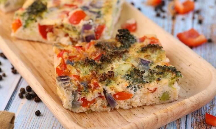Πεντανόστιμη ομελέτα φούρνου με λαχανικά από τον Τσούλη