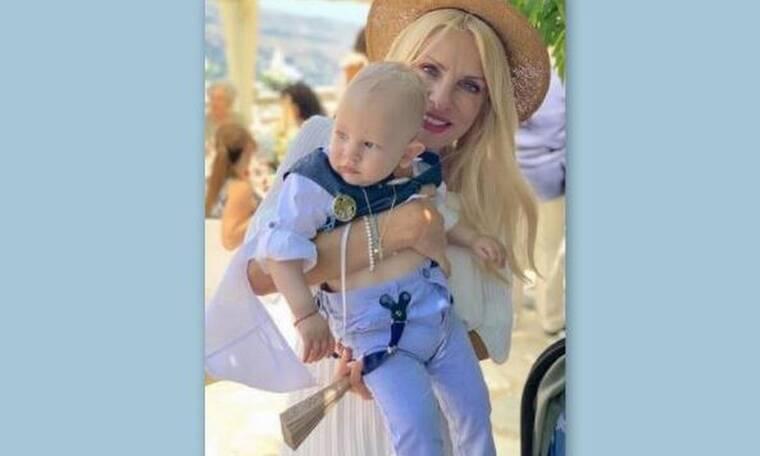 Έγινε νονά η Ελένη Μενεγάκη; Οι φωτό με το μωρό, τον Μάκη και τους ιερείς και όλη η αλήθεια (photos)