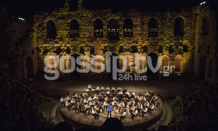 Πλήθος κόσμου στη συναυλία του Λεωνίδα Καβάκου στο Ηρώδειο (photos)