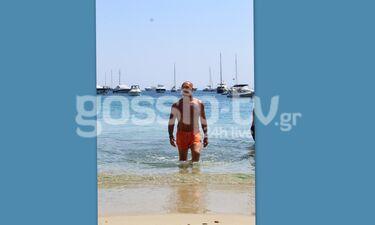 Πέτρος Κωστόπουλος: Σε άψογη φόρμα στη Μύκονο (photos)