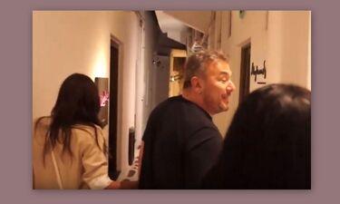 Ρέμος: Είδε τη δημοσιογράφο και άρχισε να τρέχει στα σοκάκια της Μυκόνου με την Μπόσνιακ (Video)