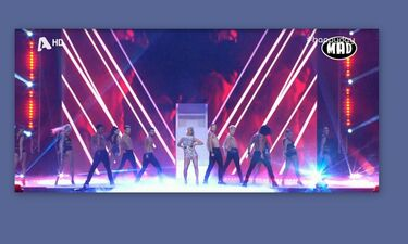 MADVMA 2019: Πρωτοφανές σκηνικό! Δυο τραγουδιστές πιάστηκαν στα χέρια - Τους χώρισε ο Ρουβάς! (Vid)