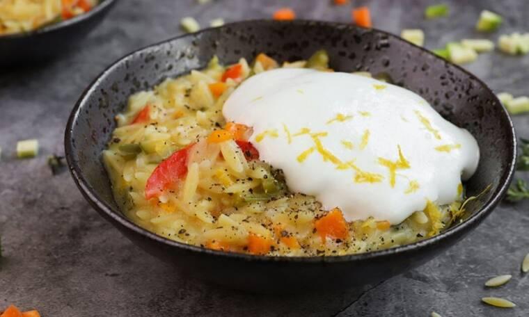 Κριθαρότο με λαχανικά και μους φέτας από τον Γιώργο Τσούλη