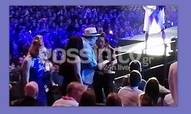 Mad VMA 2019: Το πρόβλημα που αντιμετώπισε ο Αρναούτογλου κατά τη διάρκεια των βραβείων (video)