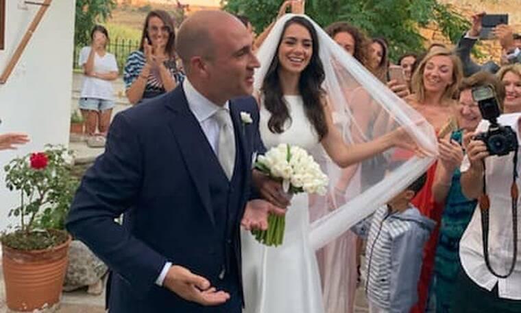 Κωνσταντίνος Μπογδάνος-Ελένη Καρβέλα: Ο παραδοσιακός γάμος τους στη Νάξο! (photos+videos)