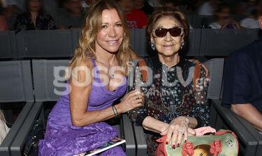 Θέατρο Άλσος: Σπάνια έξοδος της Μαριάννας Λάτση με τη μητέρα της στο θέατρο (photos)