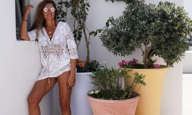 Βίκυ Κουλιανού: Αυτές τις φωτογραφίες του 52χρονου μοντέλου με μαγιό, πρέπει να τις δείτε (photos)