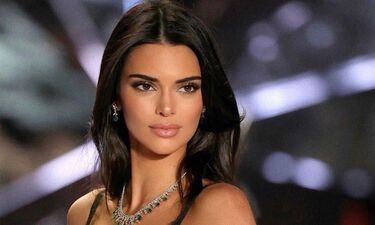 Kendall Jenner: Σπάει πιάτα στη Μύκονο και ξεσαλώνει (video)