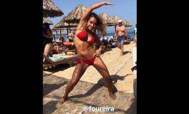 Η Κόνι Μεταξά μιμείται τη Φουρέιρα! Χόρεψε μόνο με το μπικίνι σαν κι εκείνη (video)