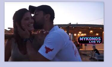 Χριστίνα Μπόμπα: Έδινε συνέντευξη κι ο Τανιμανίδης τη διέκοψε για... φιλί (photos-video)