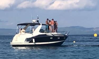 Γιώργος Μαυρίδης: Στη Χαλκιδική με αιθέριες υπάρξεις πάνω σε σκάφος (video)