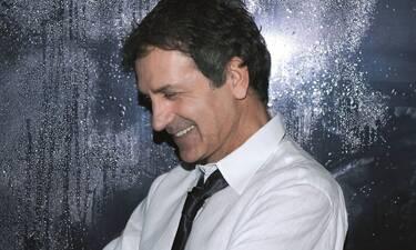 Απίστευτο! Ο Γιώργος Νταλάρας έκανε φάρσα σε διάσημο Έλληνα τραγουδιστή!Δεν πάει ο νους σας σε ποιον