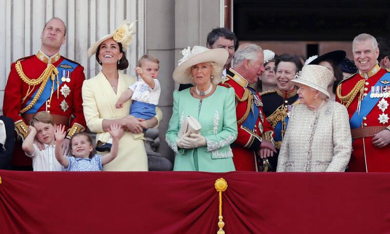Η Βασίλισσα Ελισάβετ άφησε την Kate Middleton να σπάσει ένα σοβαρό βασιλικό πρωτόκολλο!
