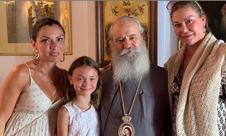 Η Πασχαλίδου βάφτισε την κόρη της! Το φωτογραφικό άλμπουμ από το μυστήριο και η συγκίνηση (photos)