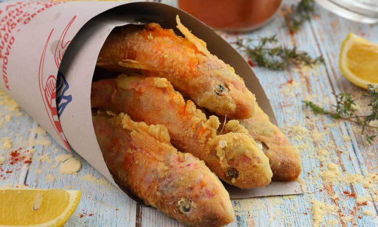 Ο Γιώργος Τσούλης μάς μαθαίνει να τηγανίζουμε σωστά τα μπαρμπούνια!