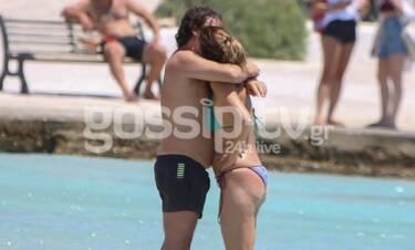 Χαραλαμπόπουλος – Πρίντζου:Όπως δεν τους έχουμε ξαναδεί! Τα φιλιά και οι αγκαλιές στη θάλασσα(Pics)