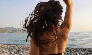 Η topless φωτογραφία της Χαραλαμπίδου και το σέξι στρινγκ μας «πέταξαν» τα μάτια έξω (Photos)
