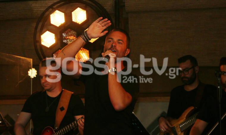 Ηλίας Βρεττός: Ξεκίνησε τις εμφανίσεις του στην Αθήνα (photos)