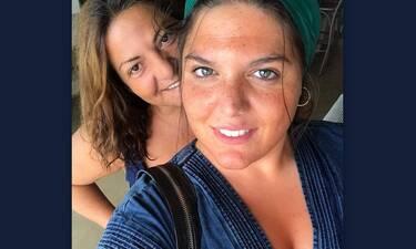 Αυτό πόνεσε! Η επική τούμπα της Σταυροπούλου στην παραλία και το τρολάρισμα της κόρη της (Video)