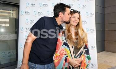 Εξιτήριο για την Ιωάννα Παππά από το μαιευτήριο- Το τρυφερό φιλί του συντρόφου της (photos)