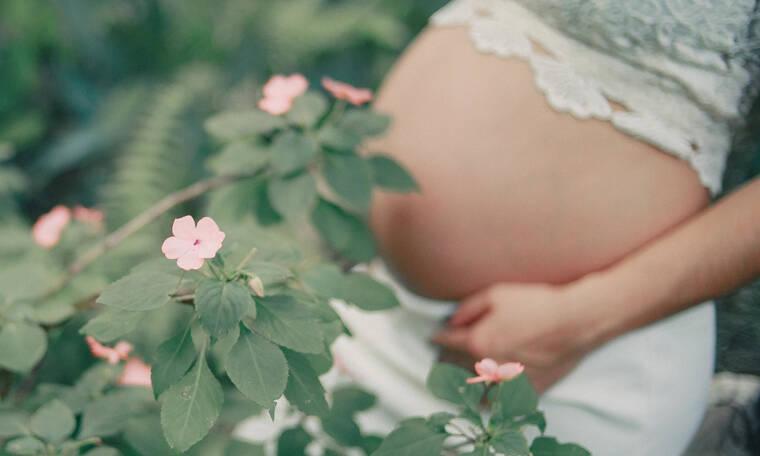 Θερμό καλοκαίρι και εγκυμοσύνη: 10 συμβουλές για να την απολαύσεις!