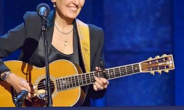 «Κρεμάει» την κιθάρα της μετά από 59 χρόνια (photos-video)