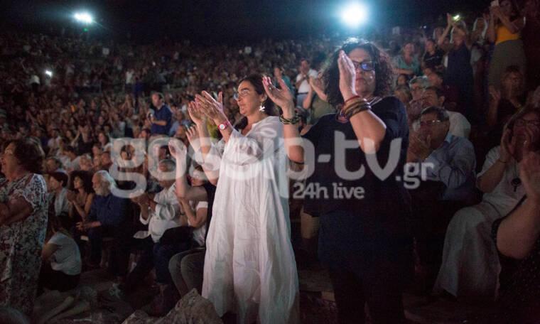 Πλήθος επωνύμων στην Επίδαυρο! Αποθεώθηκαν οι ηθοποιοί (Photos)