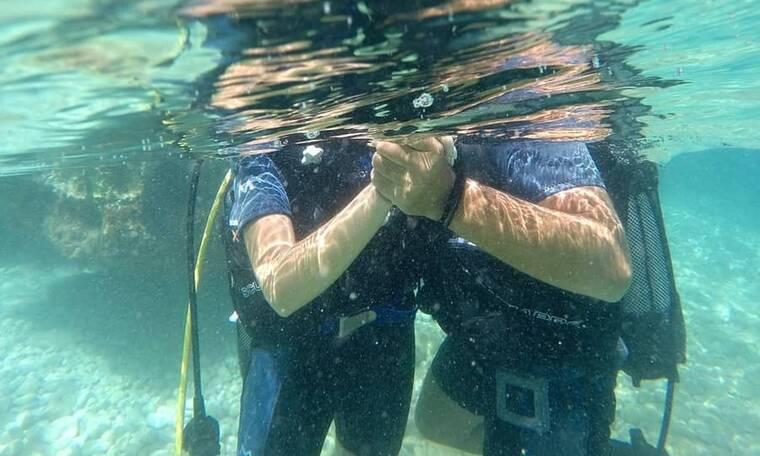 Το επώνυμο ζευγάρι είναι τόσο ερωτευμένο που δεν τους χωρίζει ούτε ο πάτος της θάλασσας (Photos)