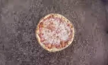 Αν λατρεύετε την πίτσα τότε ΜΗΝ δείτε αυτό το βίντεο (video)