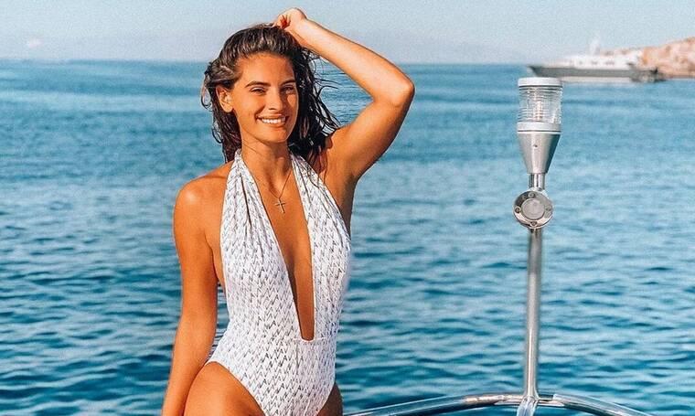 Χριστίνα Μπόμπα: Εμφανίστηκε σε παραλία της Μυκόνου με λευκό μπικίνι και προκάλεσε… σεισμό! (photos)
