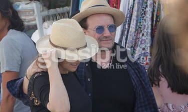 O Bono των U2 στην Αντίπαρο σε ρομαντική βόλτα με τη σύζυγό του Ali! (photos)