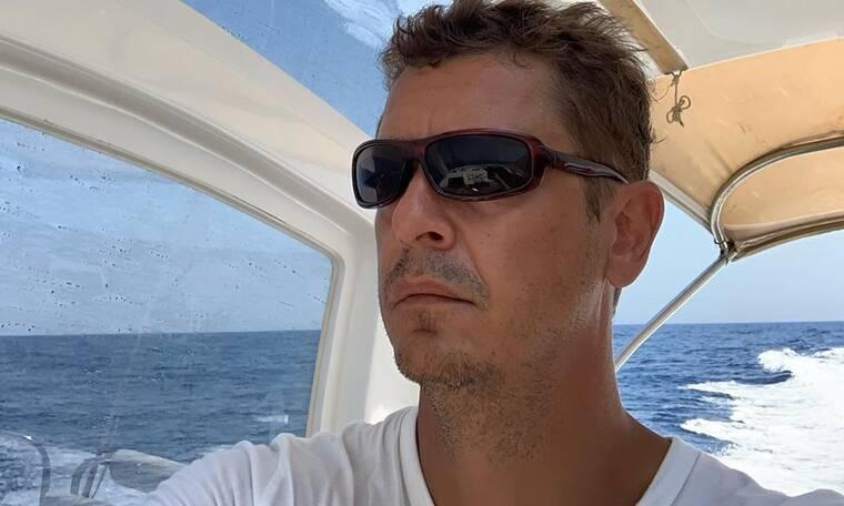 Ο Αντώνης Σρόιτερ πήγε για ψάρεμα - Θα πάθετε πλάκα όταν δείτε το ψάρι που έπιασε! (photos)