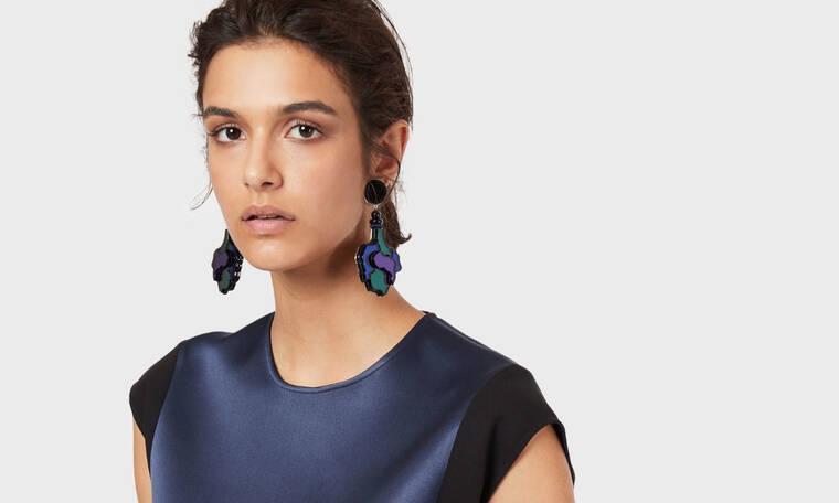Τα νέα κοκάλινα σκουλαρίκια του οίκου Armani είναι άκρως θηλυκά και ομορφαίνουν τον λαιμό μας