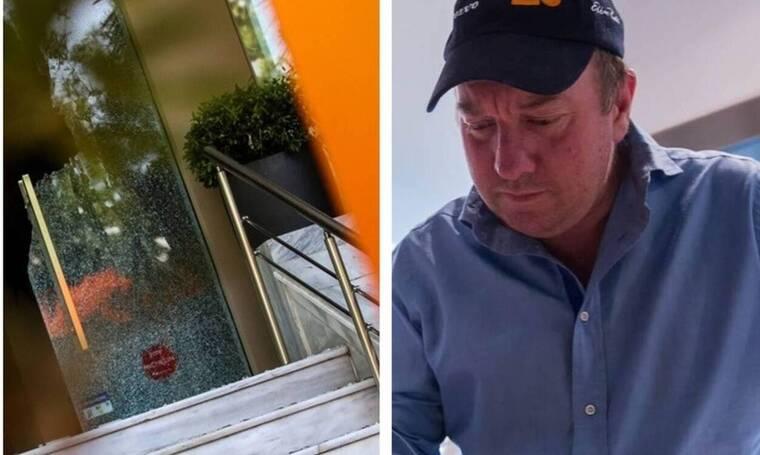 Ρουβίκωνας: Έκανε γυαλιά - καρφιά το εστιατόριο του Μποτρίνι - Σοκαριστικές εικόνες (pics)