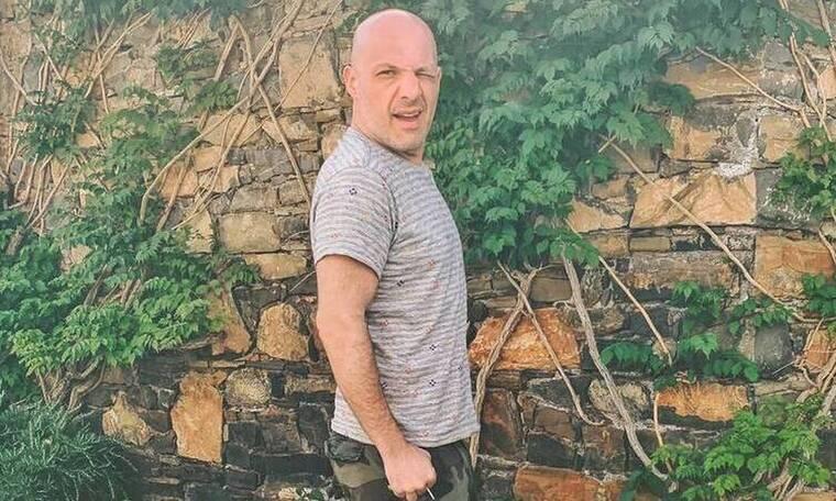 Νίκος Μουτσινάς: Έχεις δει το τατουάζ που έχει κάνει στο πόδι του; (Photos)