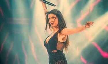 Η Πάολα τραγούδησε Μίκη Θεοδωράκη στα «Πρέσπεια» και αποθεώθηκε! (Video)