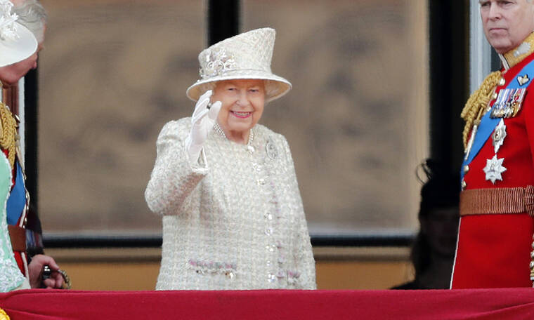 10 royal κανόνες που έχει παραβεί η Ελισάβετ για χάρη της Meghan Markle