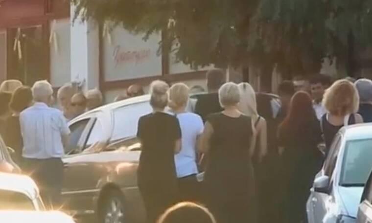 Αίγιο: Ράγισαν καρδιές στην κηδεία γιαγιάς και εγγονού - Συγκλονίζει η μητέρα του βρέφους