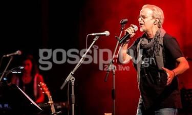 Μίλτος Πασχαλίδης: Εντυπωσίασε το κοινό στη συναυλία του στο Βεάκειο (photos)