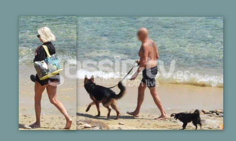 Βόλτα με τα σκυλιά σε παραλία της Μυκόνου για γνωστό ζευγάρι!