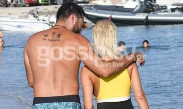 Η ευτυχία τους δεν κρύβεται! Τα τρυφερά φιλιά στην παραλία και τα παιχνίδια στο νερό! (photos)