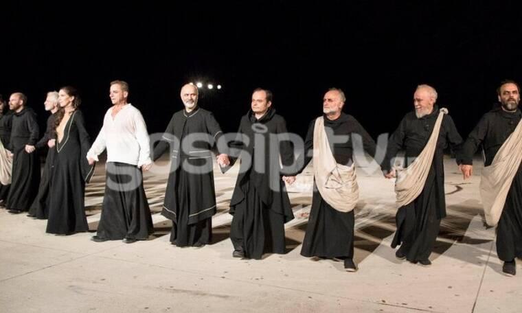 «Οιδίπους Τύραννος»: Λαμπερές παρουσίες στο Θέατρο Βράχων (Photos)