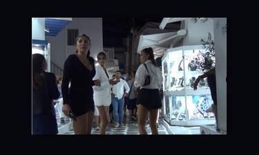 Τα «αγγελάκια» της Victoria's Secret έκαναν πασαρέλα στα Ματογιάννια και τρέλαναν κόσμο (vid)